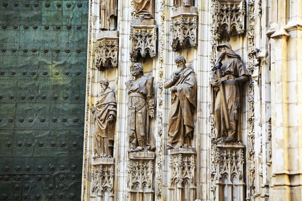 seville-cathedrale-statue