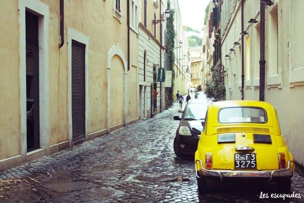 rome-ruelle-fiat-vintage-les-escapades