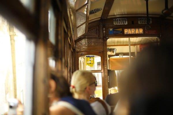 interieur-tram-28-lisbonne