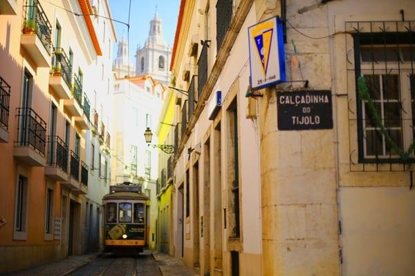 tram-28-jaune-lisbonne