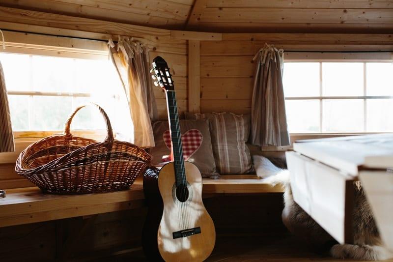 kota finlandais guitare