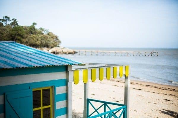 cabane de pecheur bleu jaune