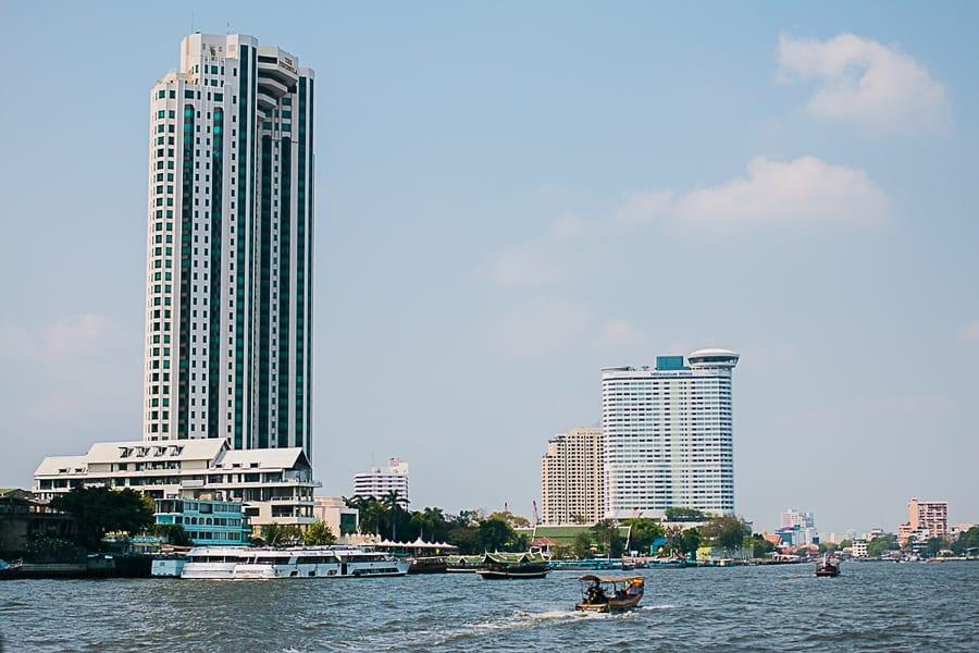 Un grand building à Bangkok