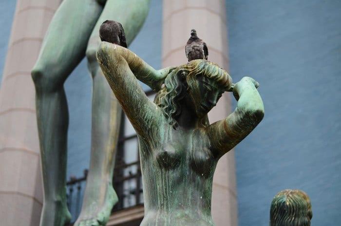 Les statues de la place Hötorget
