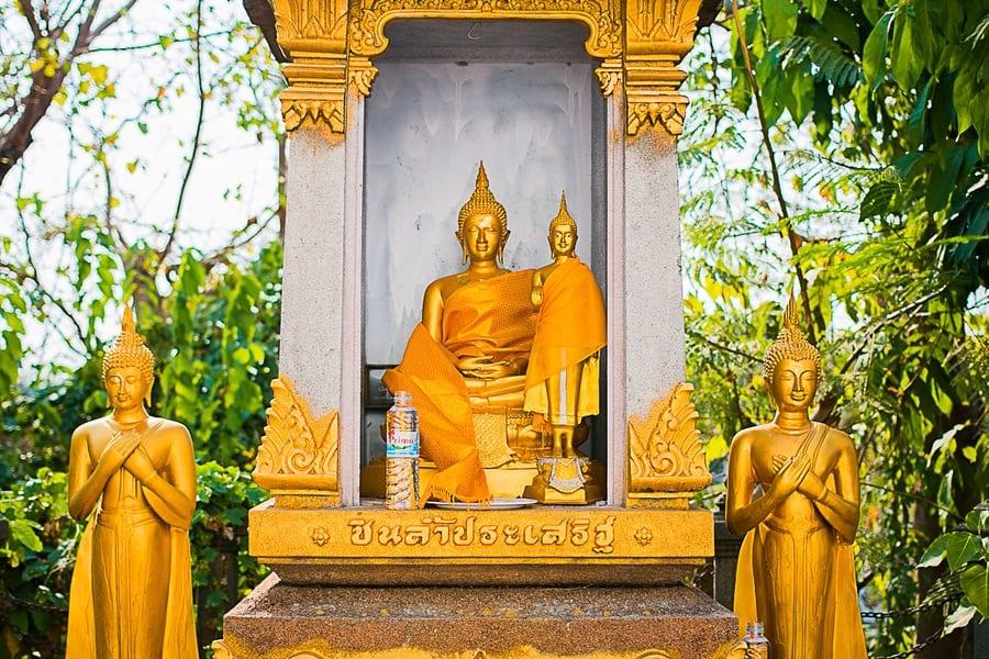 Les statues du Golden Mount à Bangkok