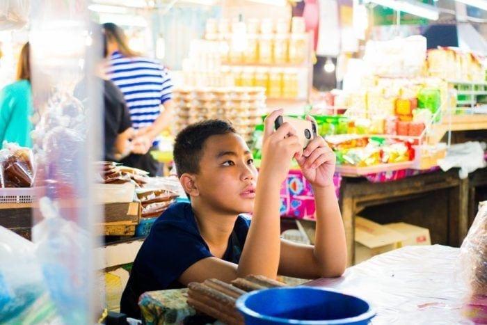 enfant téléphone thailande