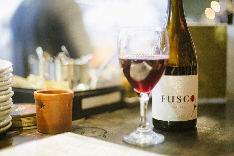Une bouteille de vin pour accompagner le repas