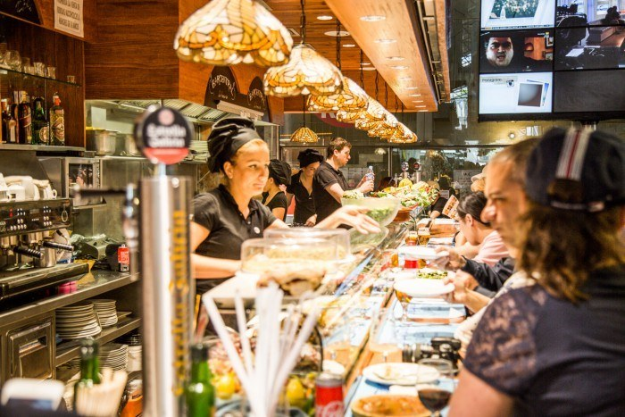 Le bar central au marché de La Boqueria