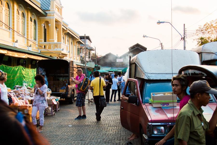 Un marché de Bangkok en fin de journée