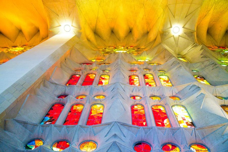 Les vitraux rouges de la Sagrada Familia
