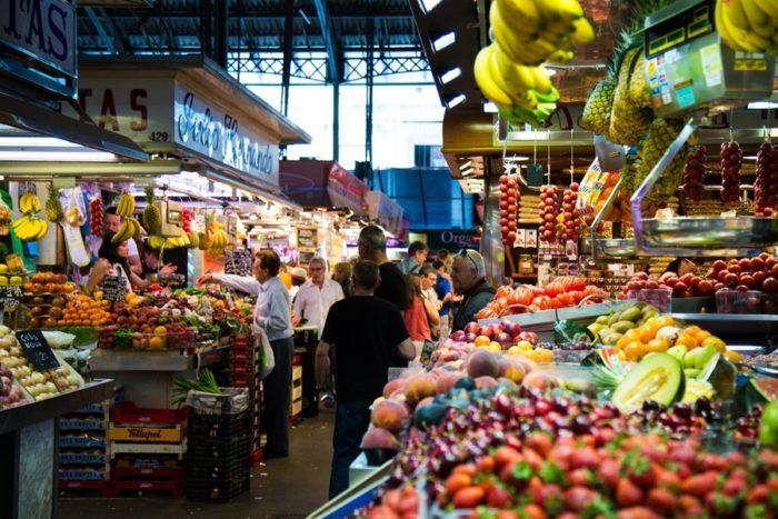 les étals du marché de la Boqueria