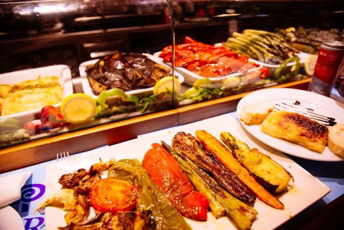 Des légumes à la Plancha sur le marché de la Boqueria