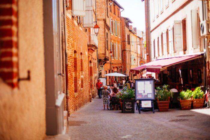 Ruelle et restaurant à Albi