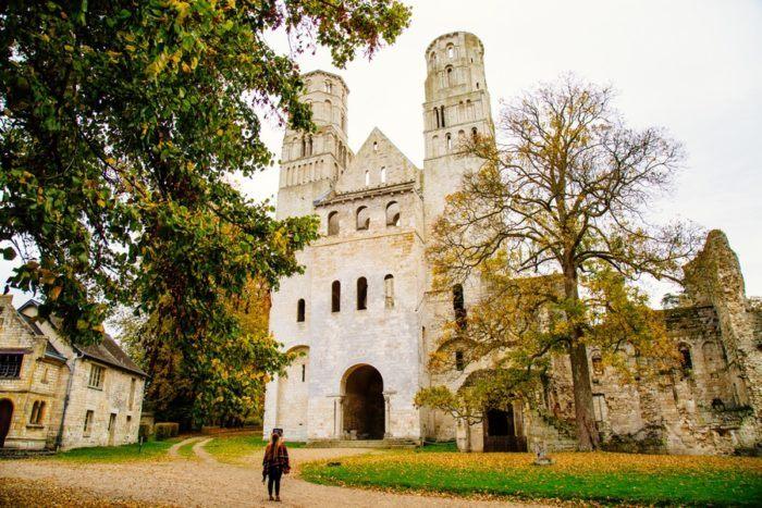 Vue de l'Abbaye de Jumièges depuis le parc