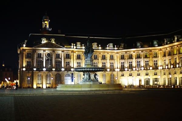 La place de la Bourse à Bordeaux pour la Saint Valentin