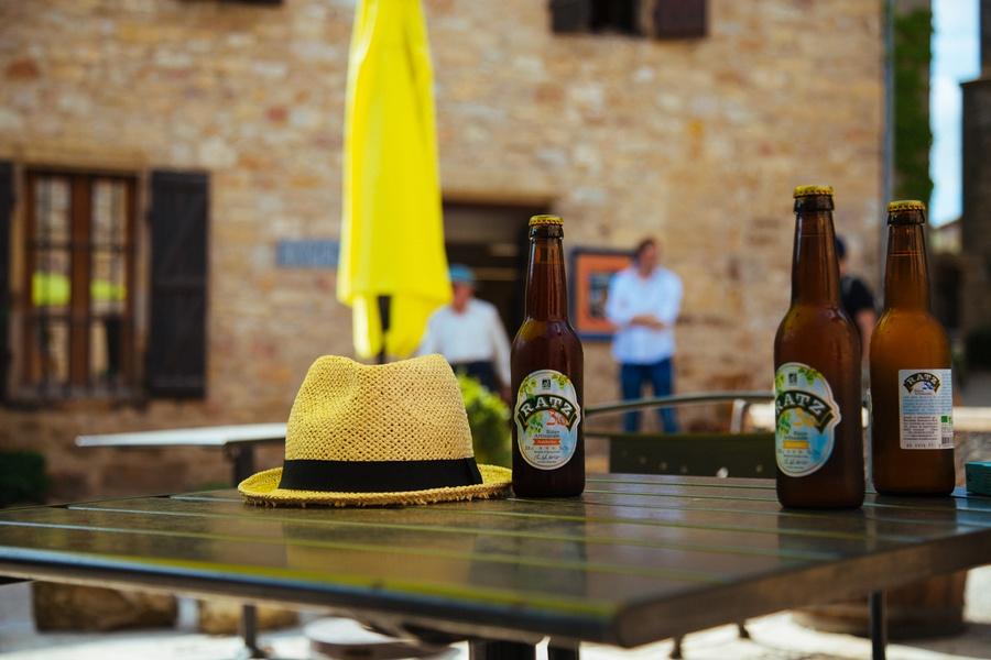 Une bière en terrasse à Puycelsi