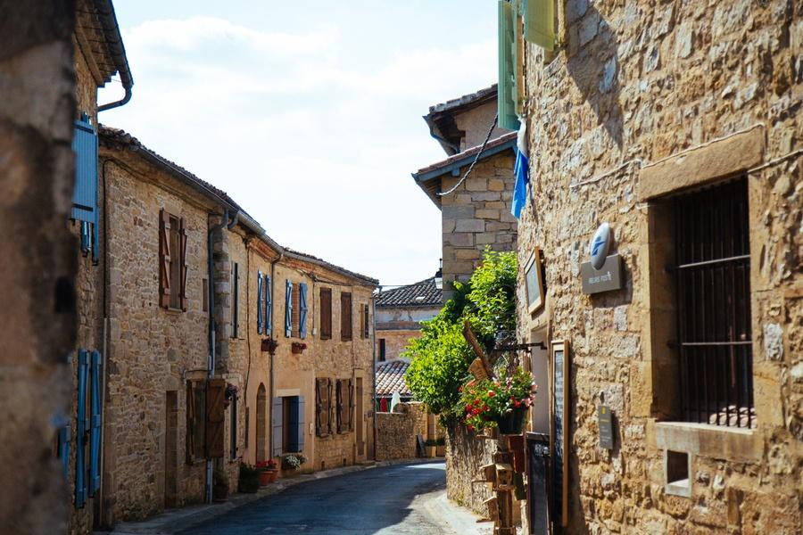 halte dans les villages fortifiés du Tarn