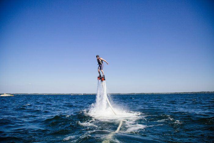 Le flyboard pour décoller au-dessus des flots tel un super-héros