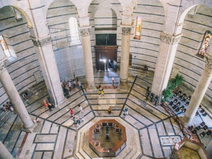 A l'intérieur du Baptistère de Pise