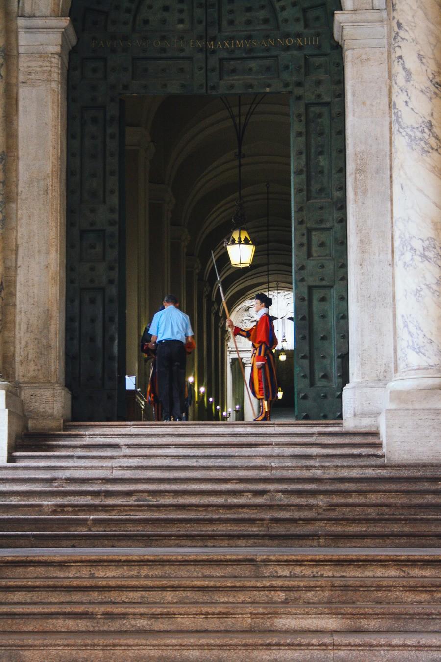 Les gardes de la Basilique Saint-Pierre à Rome