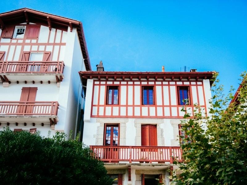 Les façades de Saint-Jean-de-Luz au Pays Basque