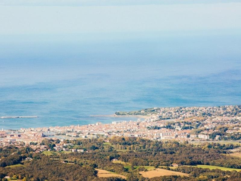 Vue sur la côte basque, depuis le sommet de la Rhune