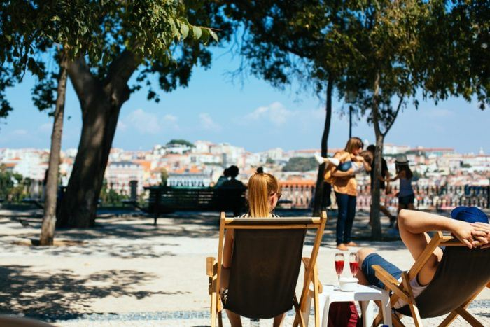 Un verre en transat à Lisbonne