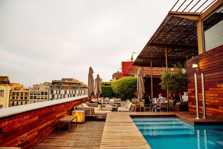 Piscine Sur Le Rooftop, à Lu0027Hôtel OMM à Barcelone