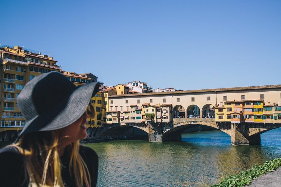 Traverser le Ponte Vecchio de Florence en Toscane