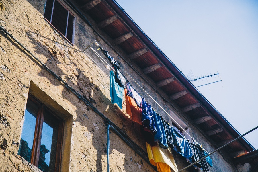 Le linge aux fenêtres de San Gimignano