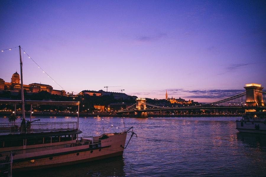 Budapest à la nuit tombée