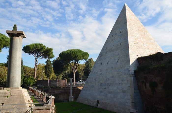Pyramide de Cestius, Rme